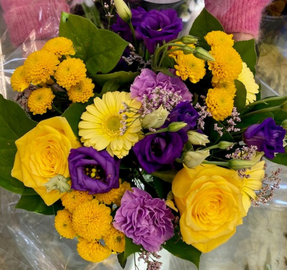 Yellow roses and Lisianthus